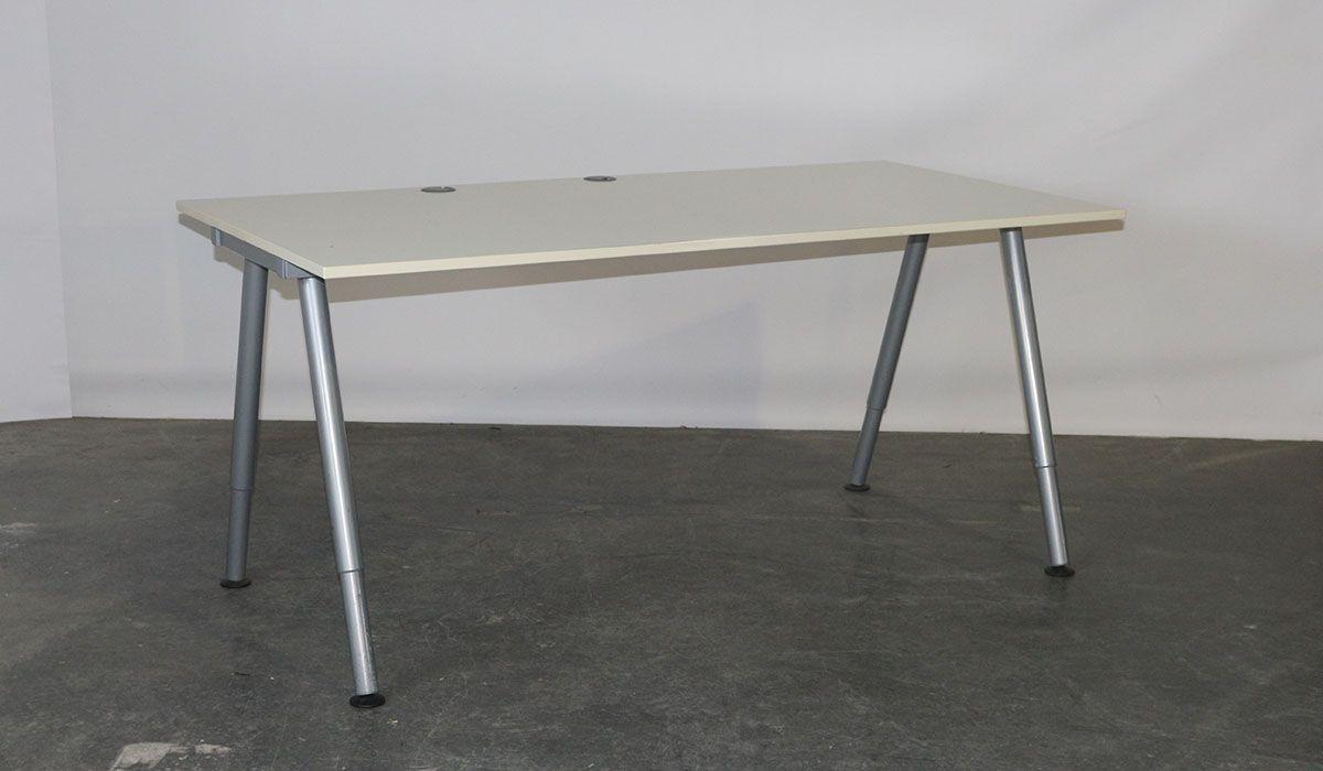 Ikea tweedehands bureau instelbaar cm grijs wit